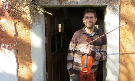 Faz violinos e escolheu Casal Duro para viver