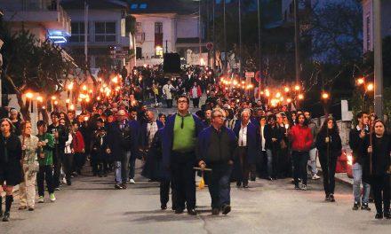 Senhor dos Passos reúne centenas na vila