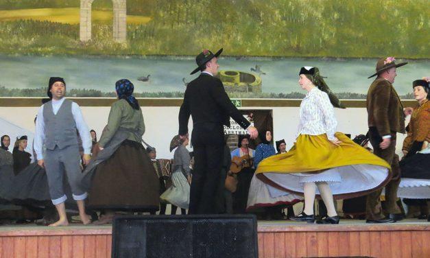 Variedade de danças e cantares em Arrimal