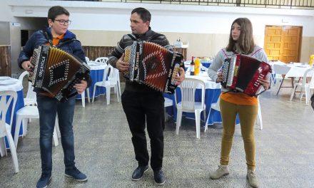 Grupos de concertinas encheram tarde na Cabeça Veada