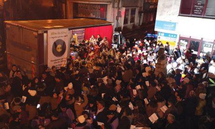 """""""Vamos Cantar as Janeiras"""" levou centenas de pessoas às ruas da vila"""