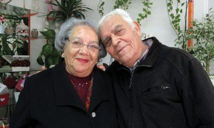 """Casais disseram """"sim, aceito"""" há mais de 50 anos e ainda se mantêm juntos"""