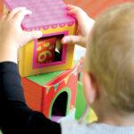 """Profissionais consideram """"descabido"""" distanciamento social entre crianças nas creches"""