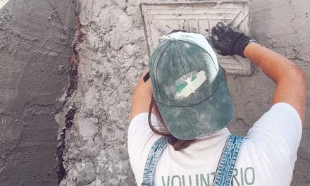 Voluntários reabilitam casa degradada em Minde
