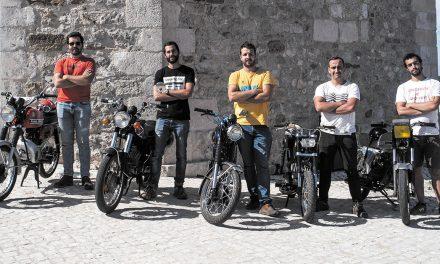 Cinco jovens dão a volta a Portugal em motorizada