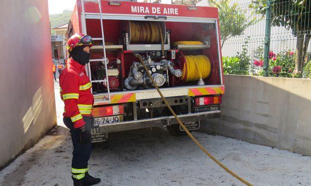 Incêndio em Alvados deixa três pessoas desalojadas