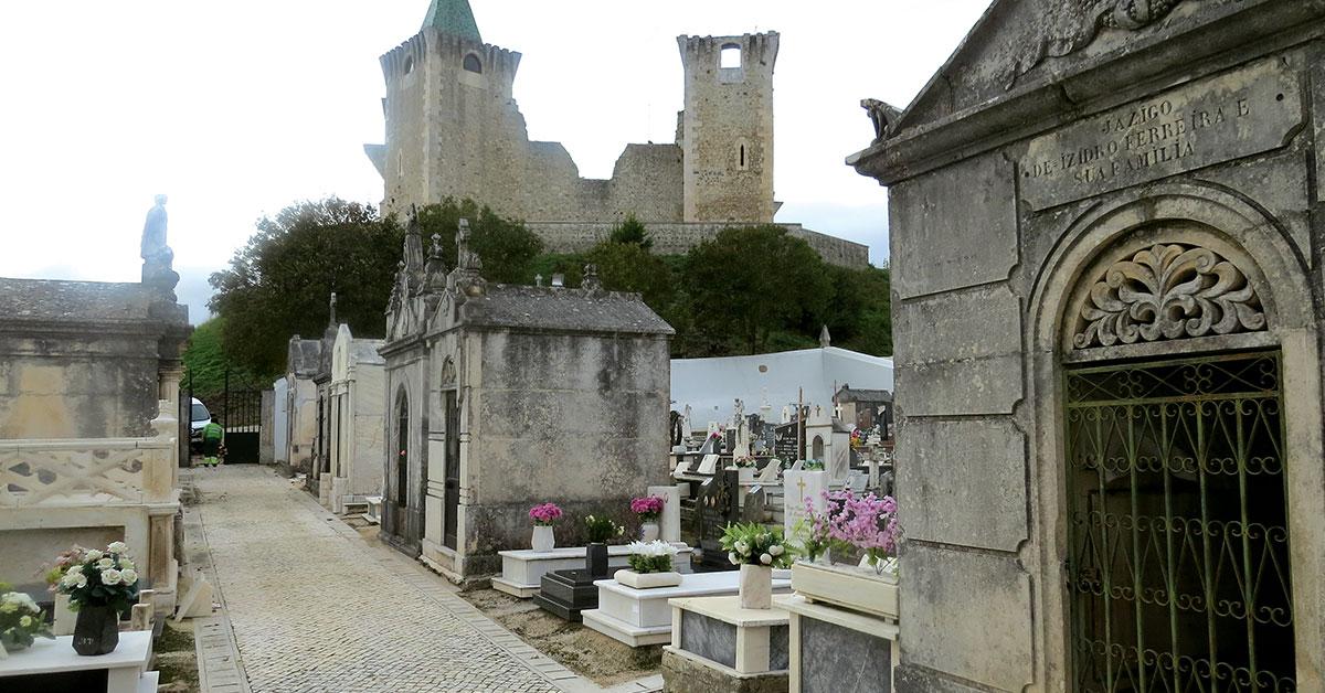 O que leva alguém a ir frequentemente ao cemitério?