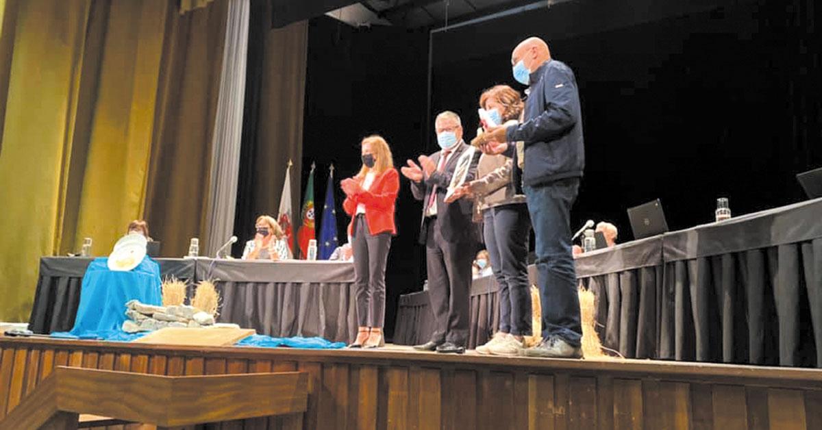 """Melhores alunos do concelho """"distinguidos"""" na Assembleia Municipal"""