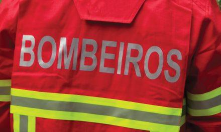 """Deputados abdicam de """"senha de presença"""" a favor dos bombeiros"""