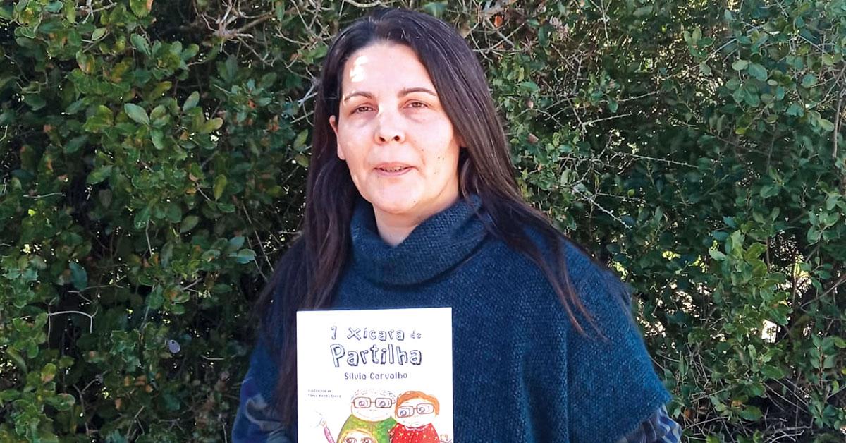 Sílvia Carvalho lança livro que é também um projeto educativo