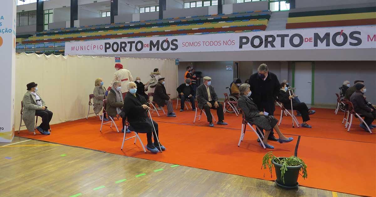 Vacinação a maiores de 80 anos começou hoje em Porto de Mós