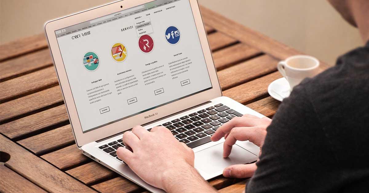 """Alunos do Agrupamento de Escolas de Porto de Mós vão criar """"sites"""" no âmbito do concurso """"Site Star"""""""