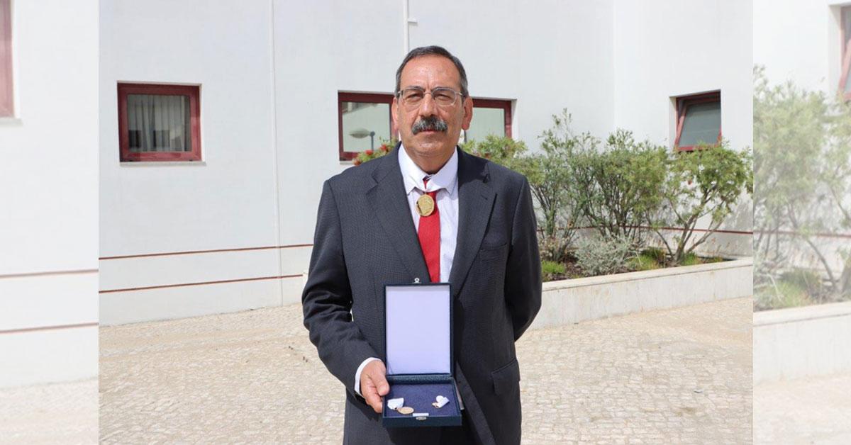 José Ferreira condecorado com grau de ouro