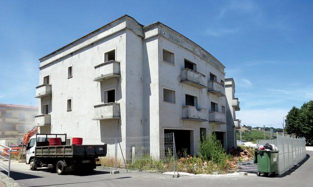 Começou a demolição do hotel que nunca o chegou a ser